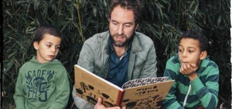 Tátové čtou dětem
