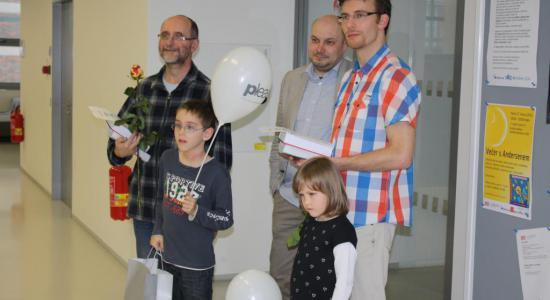 Ocenění tatínci Pavel Brázil a David Řehák (vlevo) a člen Rady města Zlína Pavel Stojar (uprostřed)