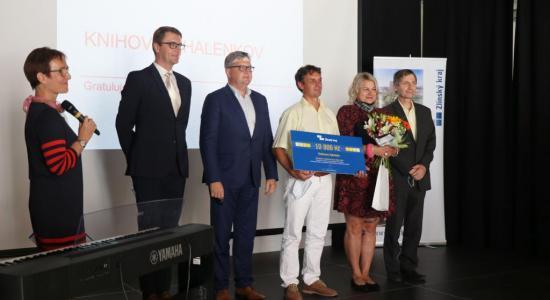 """VÝZVA k předkládání nominací na ocenění """"Knihovna Zlínského kraje"""" a """"Knihovník Zlínského kraje"""" roku 2021"""